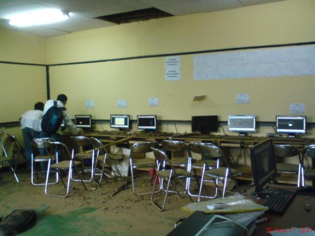 siswa cek komputer