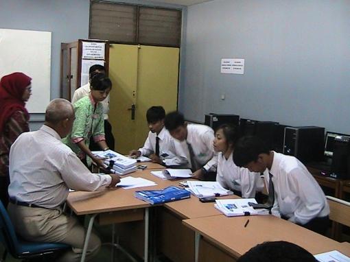 Guru PPL Ikut membantu Sidang Tugas Akhir Teknik Gambar Bangunan 2013