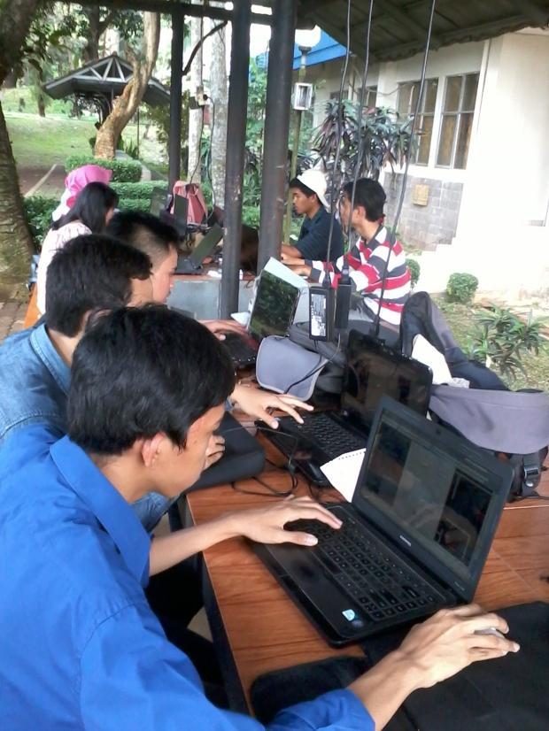 Mahasiswa Belajar AutoCAD 2D 3D Rendering di Politeknik Negeri Jakarta