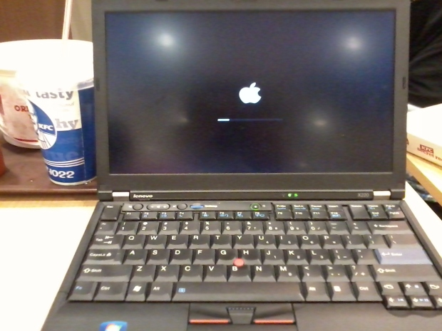 Apple Logo Booting Hackintosh 10.10.4 Yosemite Lenovo Thinkpad X220