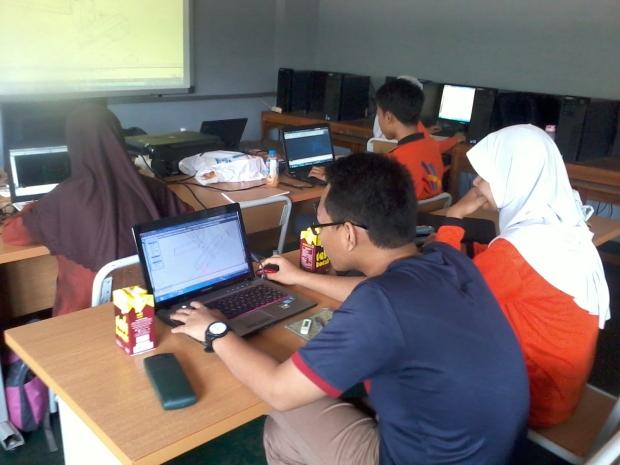 Belajar AutoCAD 3D Model Konstruksi Bangunan di SMKN Jakarta Utara