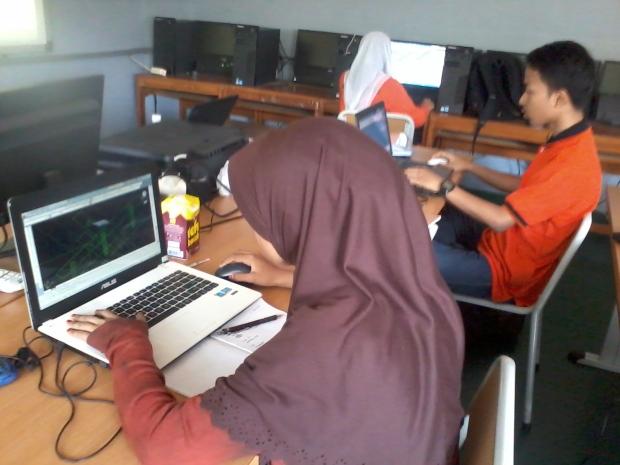 Belajar AutoCAD 3D Model Konstruksi Bangunan di SMKN Pluit Jakarta Utara