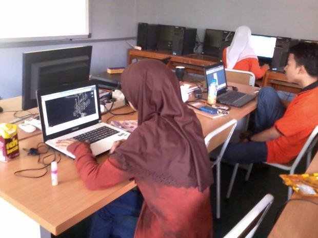 Belajar AutoCAD 3D Model Konstruksi Bangunan di SMKN Pluit Jakarta