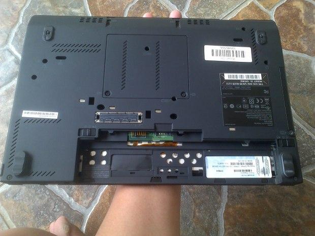 Jual Laptop Lenovo Thinkpad X220 Bottom View