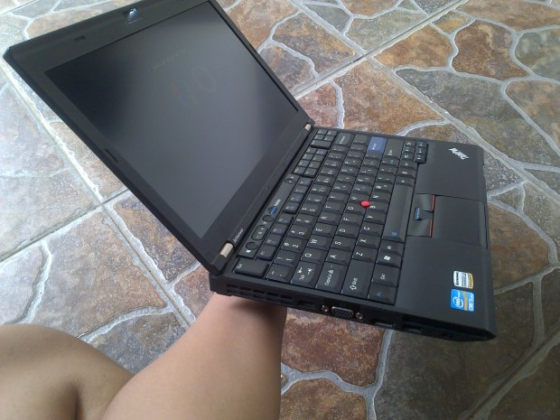 Jual Laptop Lenovo Thinkpad X220 Left View