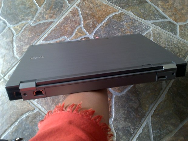 Jual Laptop Second Dell Latitude E6410 Tampak Belakang