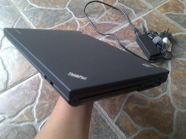 Jual Laptop Thinkpad T420 Windows 7 Pro 64bit Original penampakan kanan